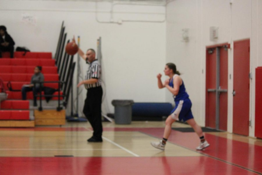 #32 McKenna Mcmurtrie passing in ball